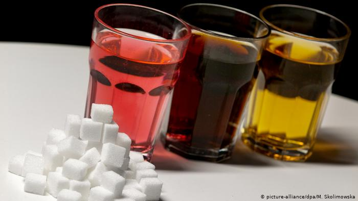 Sugary soft drink (picture-alliance / dpa / M. Skolimowska)