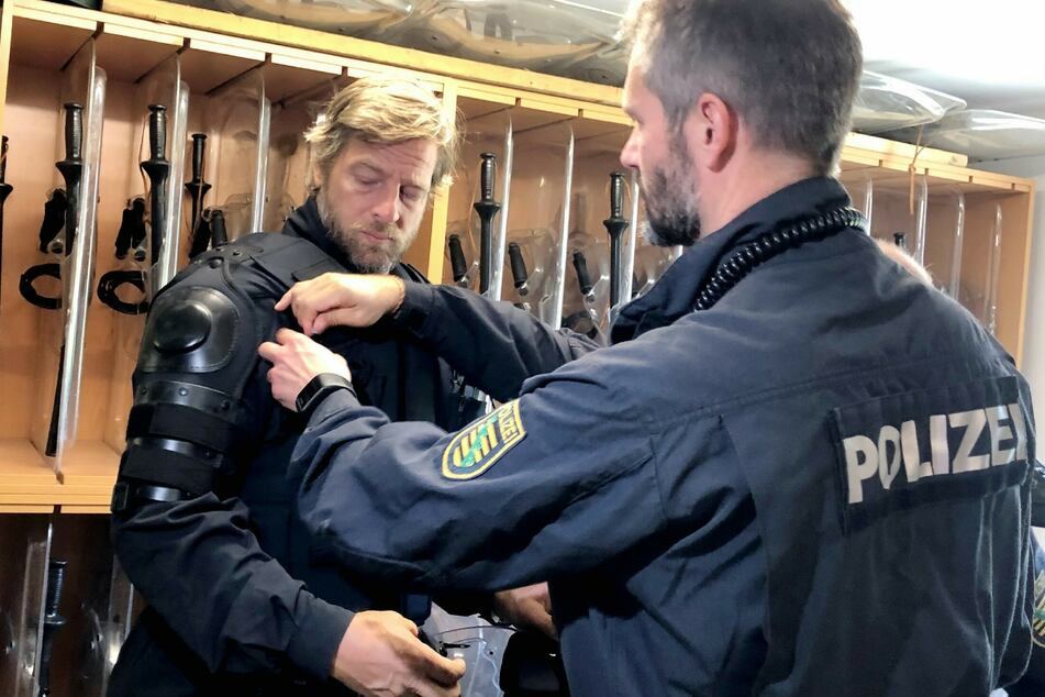 The new RTL documentary with him about the German police is exactly what you'd expect from an RTL documentary about the police: a black and white representation of men and women in uniform.  However, the movie lacked thought.