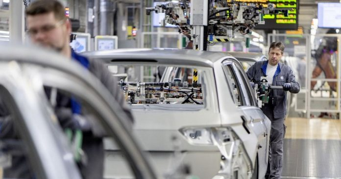 Collective bargaining employees at West German factories: VW and IG Metall enter the next round