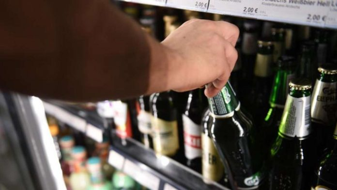 Corona vaccination: experts warn - alcohol should be avoided for this long time