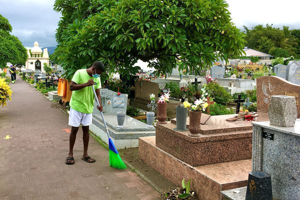 San Luis cemetery cleaning