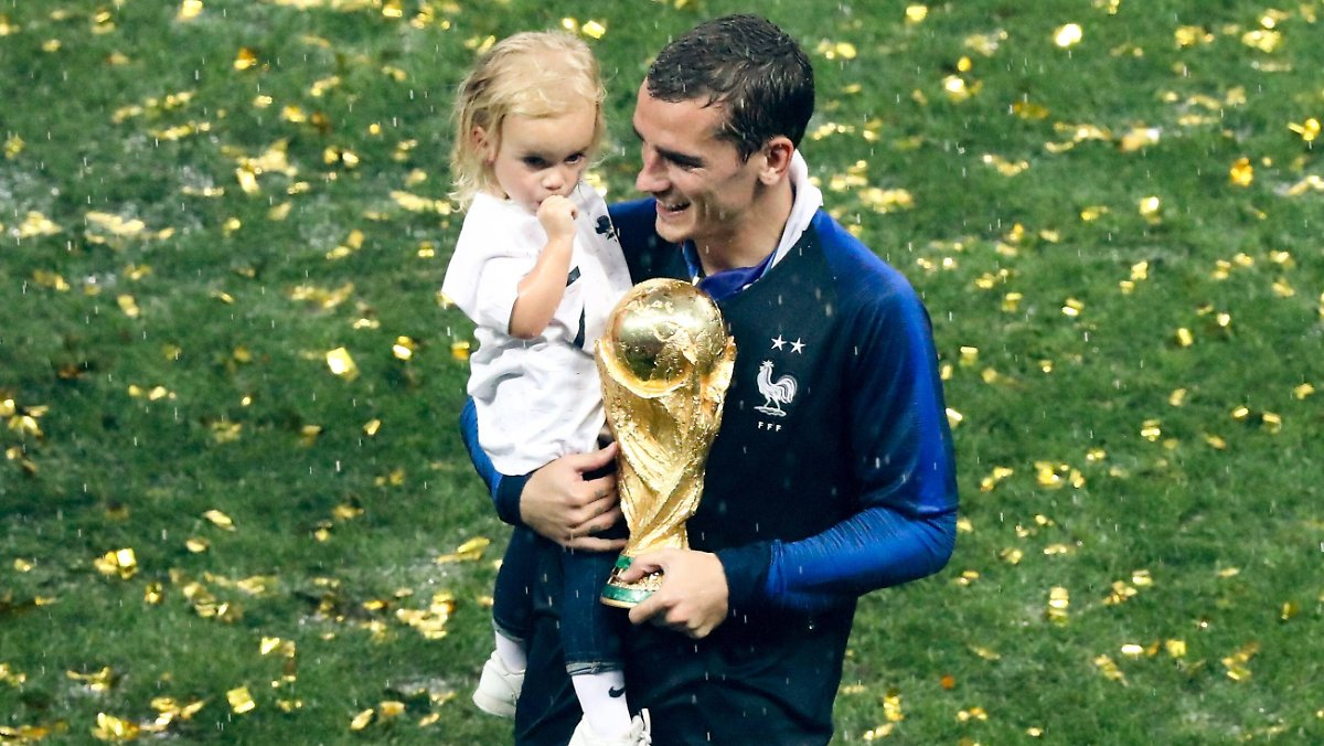 Five Years Three Kids One Date Griezmann Becomes A Father Only On April 8th