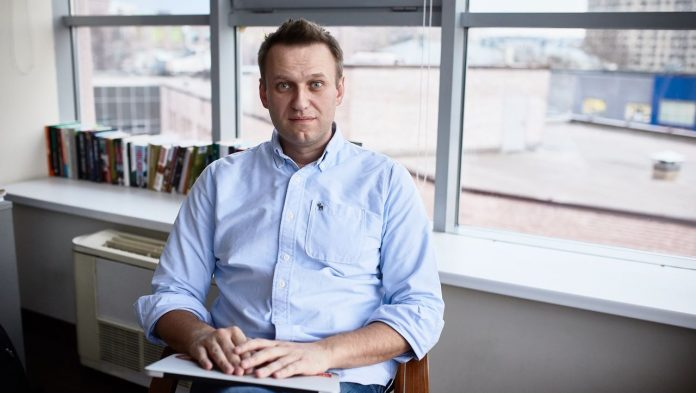 Russia takes action against Alexei Navalny: work for his team is banned