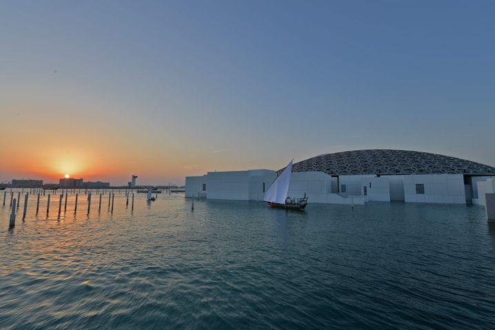 Louvre Abu Dhabi: Fine Arts Like Absolute Courts
