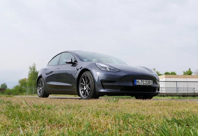 Tesla Header Model 3 2021