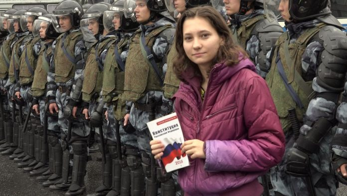Russia: Court sentenced 19-year-olds to overnight house arrest after protest