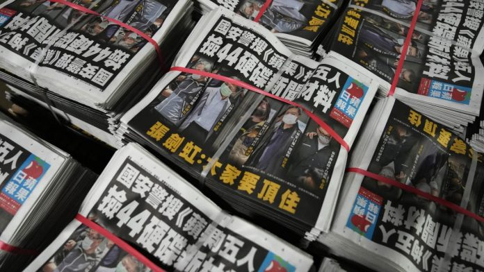 You should shut down the Apple Daily - China is making life hell for Hong Kong reporters - Overseas politics