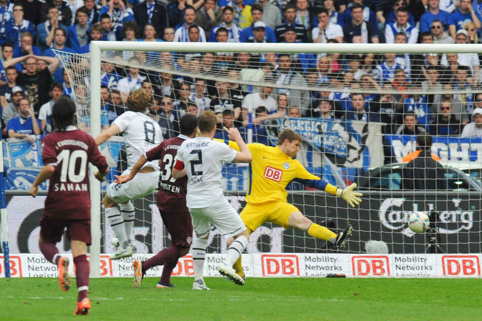 His only goal in the Bundesliga: Andrew Wootten (31, central) beat Hertha goalkeeper Thomas Kraft (32, right) on 21 April 2012 and scored 2-0 to 1. FC Kaiserslautern.