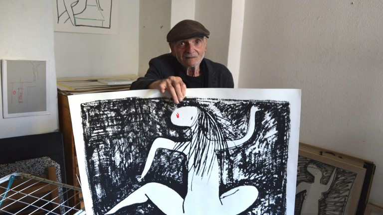 Ratman with screen printing of one of his works (Photo: Tale Berman)