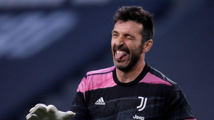 Gianluigi Buffon signs with Parma Calcio: