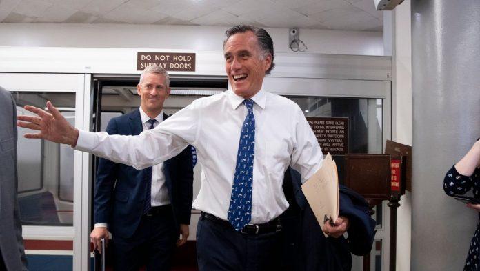 USA: Mitt Romney compares Donald Trump's lies to wrestling offer