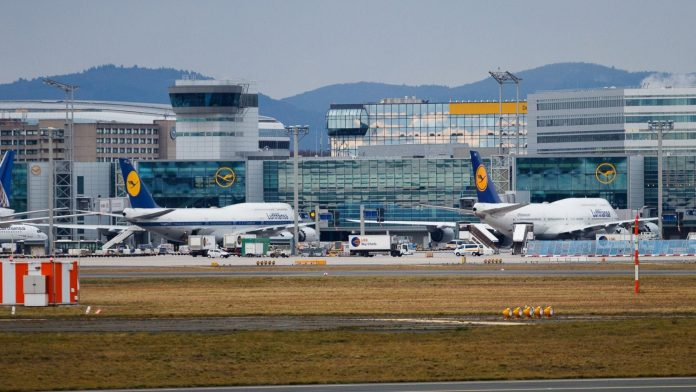 Yankee Tango: Lufthansa revitalizes jumbo jets    travel topia