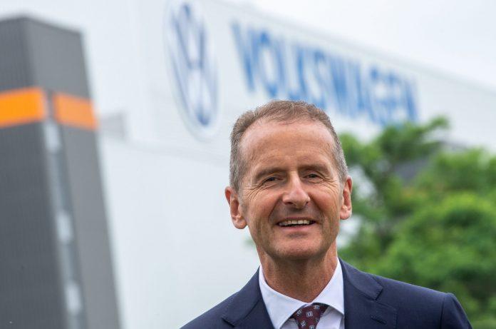 Nach zwei Anläufen soll der Vertrag von VW-Chef Herbert Diess offenbar vorzeitig verlängert werden.