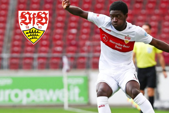 VfB defensive goalkeeper Clinton Mola burns in the first minutes of the Bundesliga after a scare injury