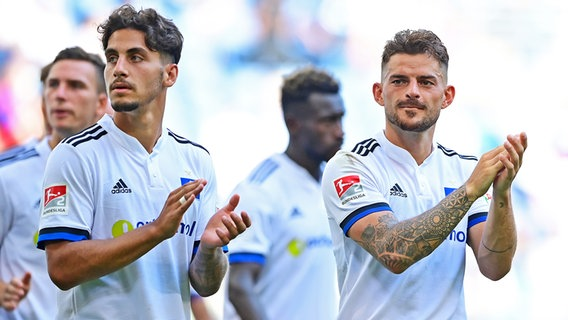 Second Division Football Team Ludovit Reyes and Tim Leibold (from left) Hamburger SV © Witters Photo: Tim Gruthus