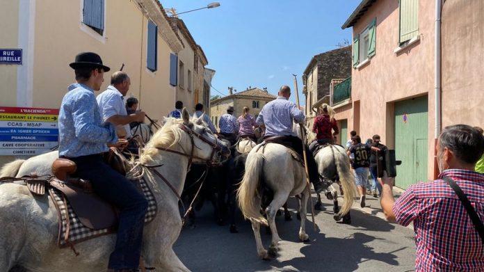 Le passage des manadiers pour ce dernier jour des fêtes votives à Marguerittes