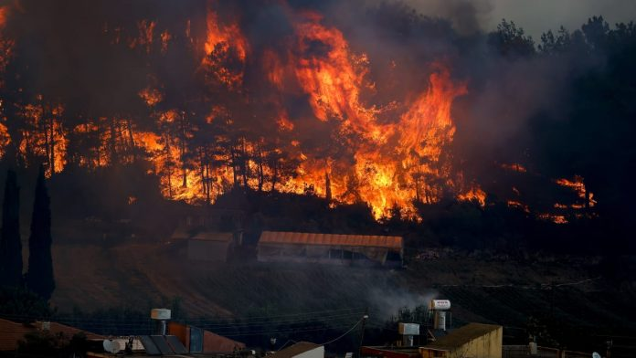 Turkey: Severe forest fires erupt in Antalya - Residential area evacuated - Foreign News
