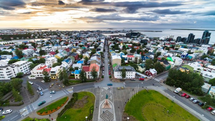 4 days a week: how Iceland cut hours - and thus increased productivity وبالتالي