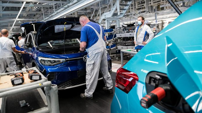 Fire halts production at Volkswagen plant in USA