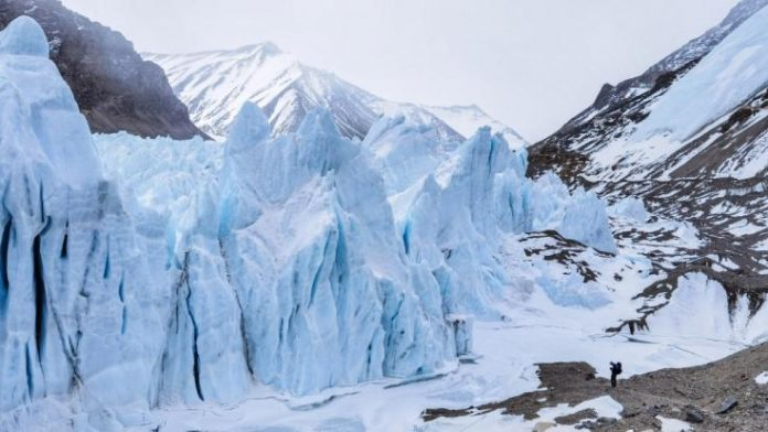 Is a new pandemic looming?: A frightening discovery in the ice!  Researchers discover 28 ancient viruses