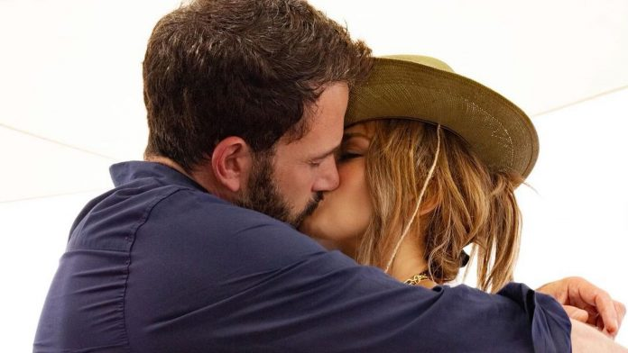Officially finally!  Jennifer Lopez and Ben go out online!