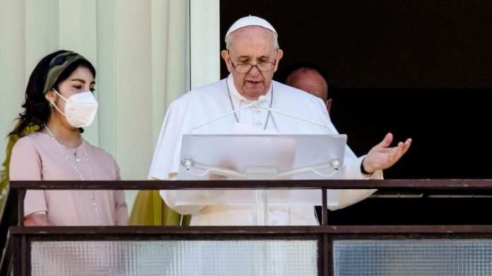 Pope Francis discharged from hospital after intestinal surgery