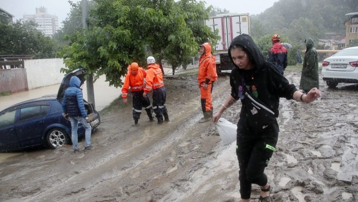 Sochi: a heavy rain-soaked holiday resort in Russia - the first evacuations