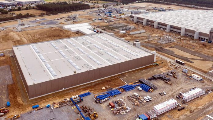Tesla Giga-Factory in Grünheide near Berlin: the fine proceedings have begun