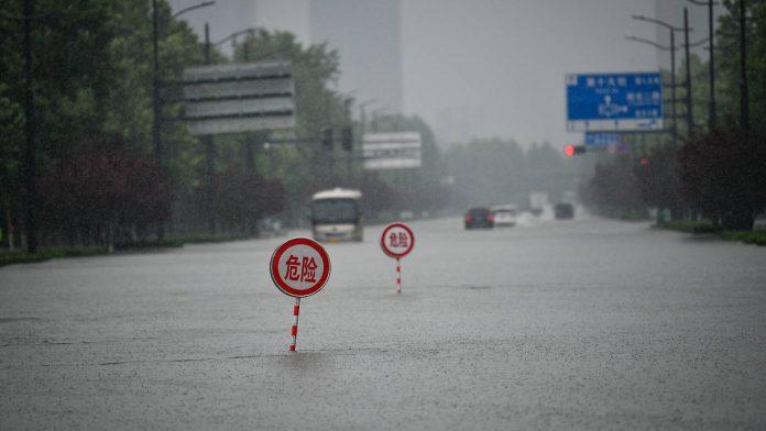 Underwater subway: Zhengzhou sank in flood