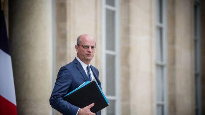 Jean-Michel Blanquer a déclaré que seuls les collégiens et lycéens non vaccinés devront suivre les cours à distance si un cas de Covid est détecté dans leur classe à partir de la rentrée