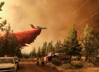 Wildfires in Ontario and Oregon: US authorities warn of tornadoes