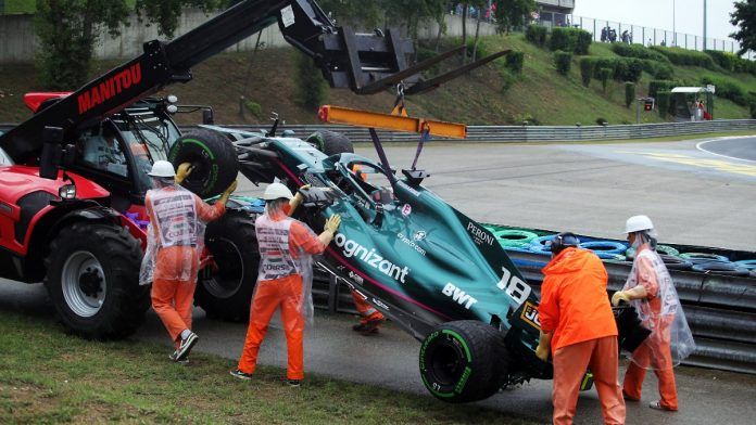 Hamilton at the start of the second half alone: Bottas' error causes a mass crash at the start