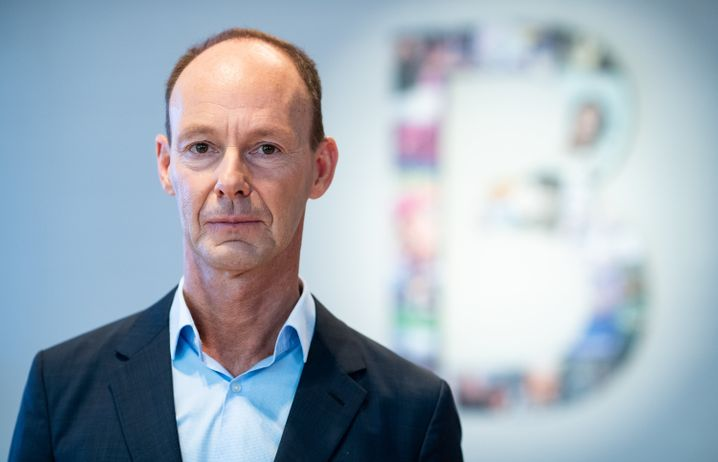 Bertelsmann Rabe 2019 CEO: The deal sounds like a gift to himself