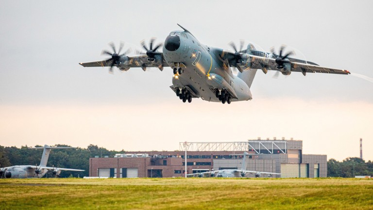 Monday morning at the Wönstorf air base in Lower Saxony: an Airbus A400M transport plane took off from the Luftwaffe (Photo: Moritz Frankenberg / dpa)