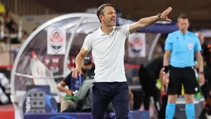 Niko Kovac gives instructions on the sidelines of the Monaco match.