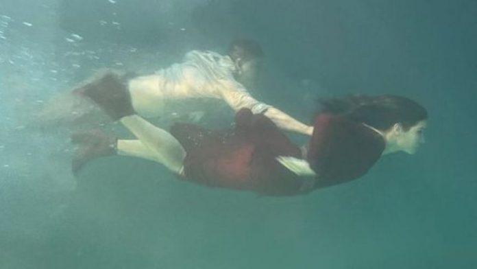 Bathing fun in the group: Channing Tatum splashes with Sandra Bullock