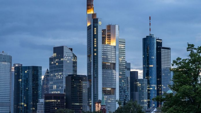 Commerzbank incurs a quarterly loss of €527 million due to the cost of corporate restructuring