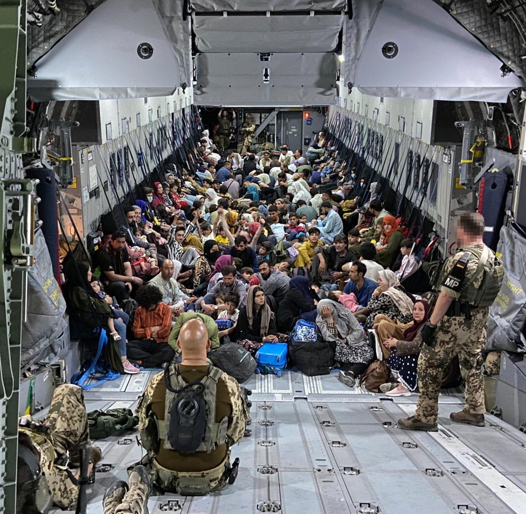 A German evacuation plane from Kabul arrives at the Ashkent base in Uzbekistan