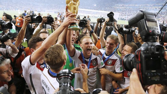 Höwedes as team manager: Flick brings the World Cup champion to his team