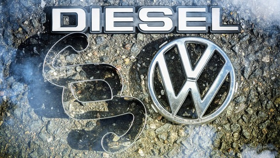 Volkswagen logo, paragraph symbol and lettering Diesel.  © Imago Pictures Photo: Christian Ohdi