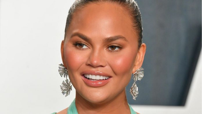 Chrissy Teigen: A new face thanks to plastic surgery