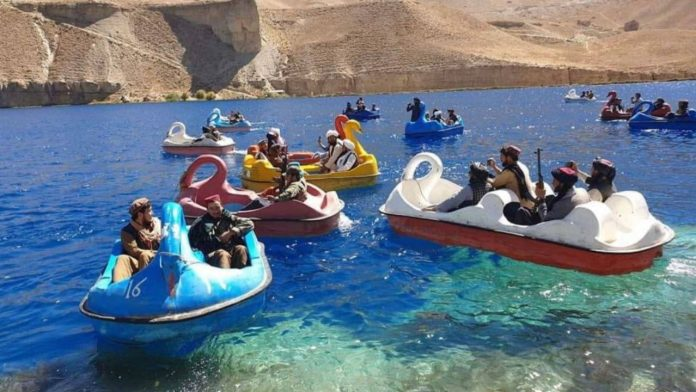 Afghanistan: Heavily armed Taliban fighters spotted on a pedal boat trip - Politics Abroad