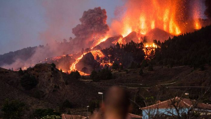 Volcanic eruption in La Palma / Spain: German vacationers describe massive ash rains - 'the arms are burning'