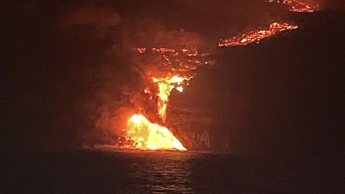 La Palma volcano eruption: Now the lava has reached the sea - news abroad