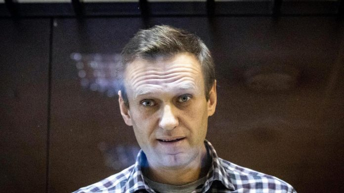 Navalny accuses Google and Apple of colluding with the Kremlin