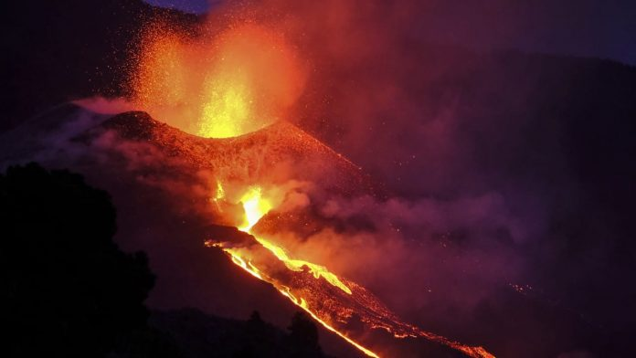 Lava flows from new fissures - Canary Islands volcano is becoming more and more aggressive - News abroad