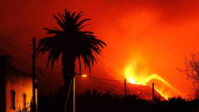 Volcanic eruption in La Palma: hundreds evacuated