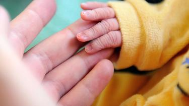 Bronchiolitis is caused by a virus that is easily transmitted.