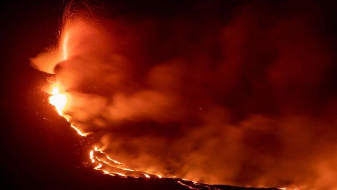 La Palma: volcanic eruption leaves 'tremendous devastation' - lava flows relentlessly