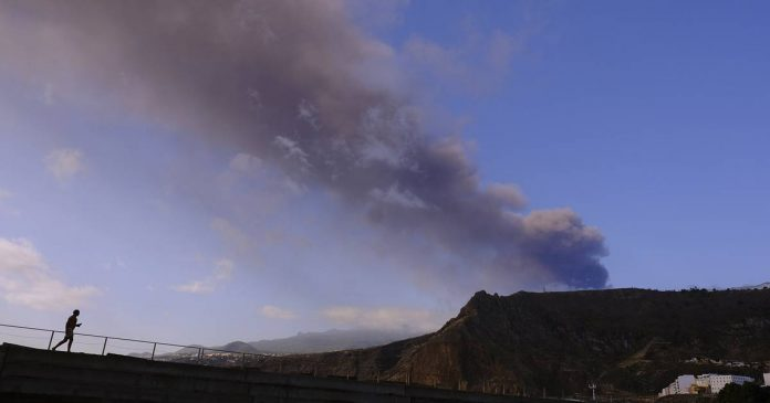Strong earthquake and new lava flow on the Spanish Canary Island